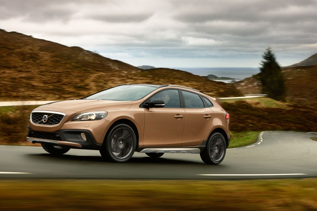2013 Volvo V40 Cross Country Launched