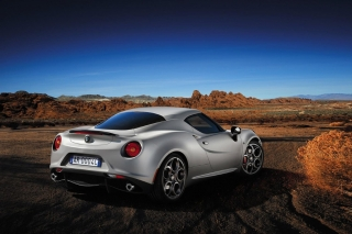 alfa-romeo-4c-launch-edition-3