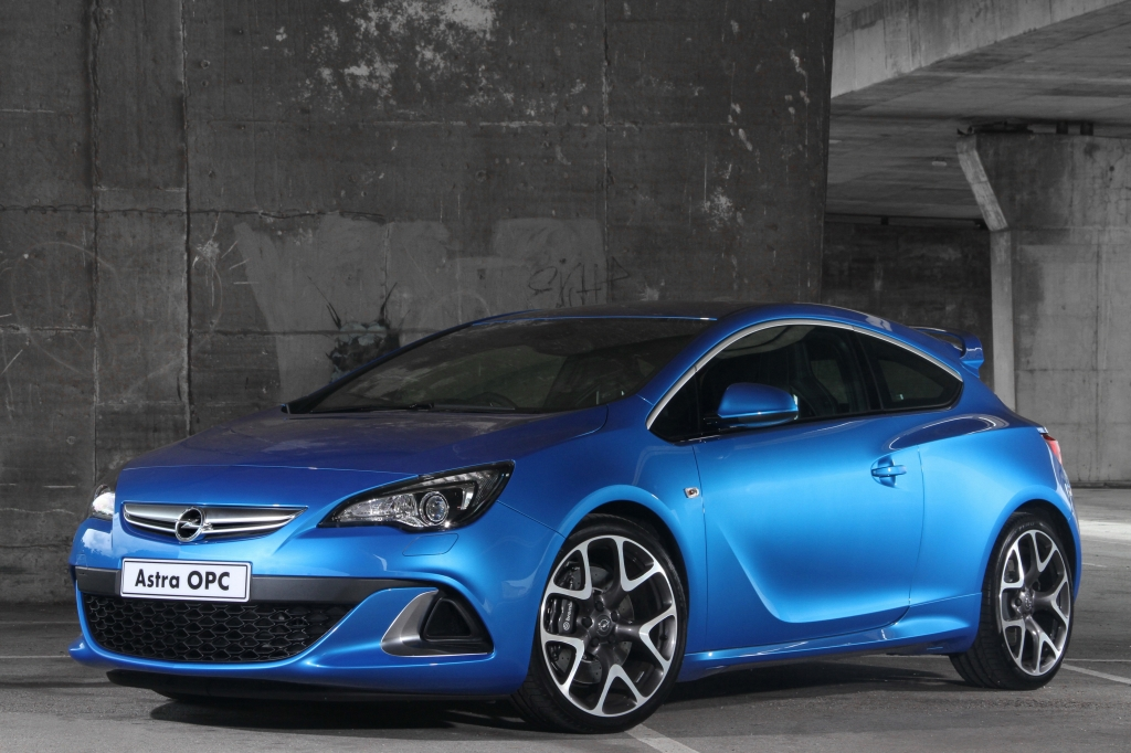Opel Astra OPC Makes Its Welcome Entrance