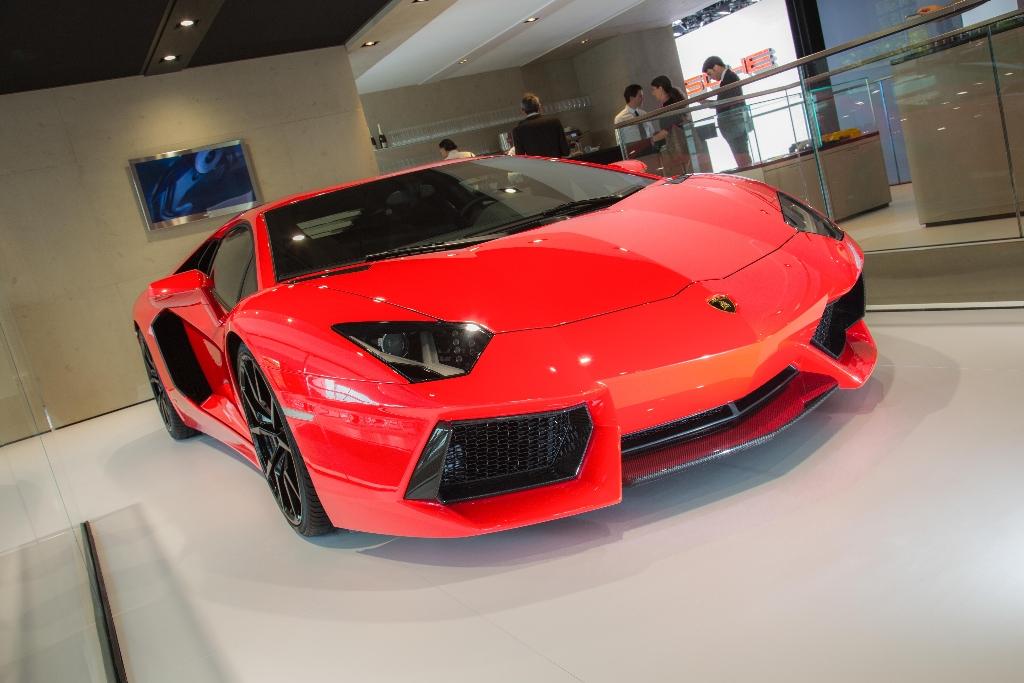 2013 Lamborghini LP700-4: The Efficient Supercar